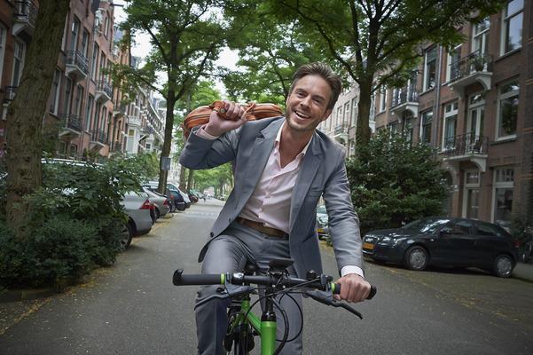 zakenman_op_fiets